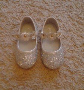 Туфельки для малышки новые