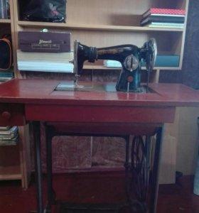Швейная ножная машина. Цена по договоренности