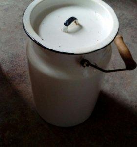 Бидон на 5 литров в хорошем состоянии эмалированны