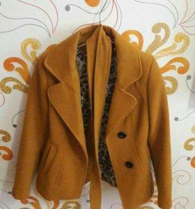 Осенне-весенний пиджак на девочку