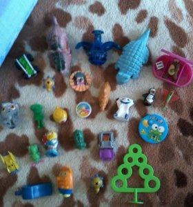 Кулёчек мелких игрушек.