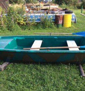 Лодка пластиковая