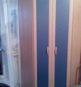 мини-стенка и угловой платяной шкаф