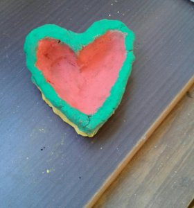 Тарелка сердце из глины