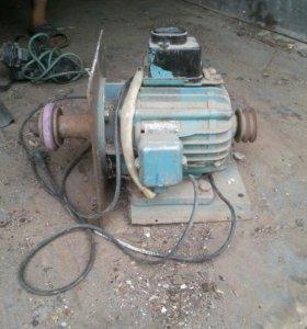 Электродвигатели один 220 вольт второй 380