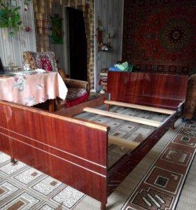 Кровать деревянная 1.5 спальная с матрасом
