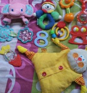 Пакет игрушек (погремушки)