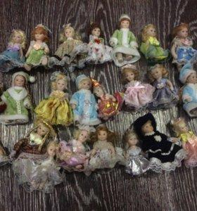 Маленькие фарфоровые куклы