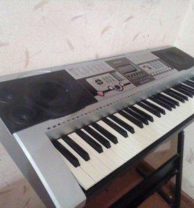 Продам синтезатор (на подставке)