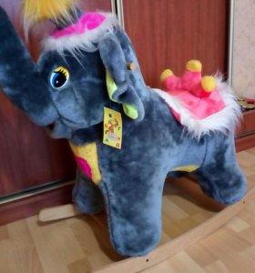 Слон-качалка.