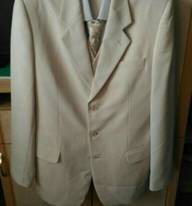 Костюм тройка,рубашка и галстук в подарок
