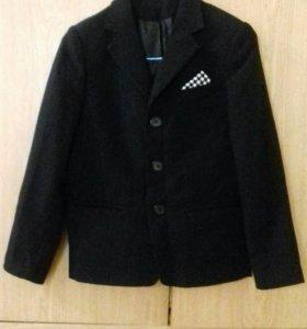 Пиджак школьный на мальчика 7-9 лет