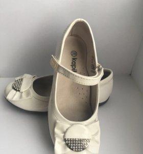 Туфли детские белые с бантом