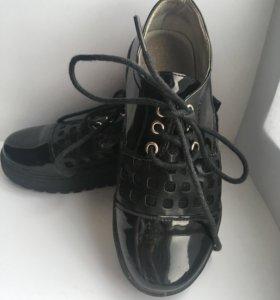 Ботинки детские чёрные, на шнурках