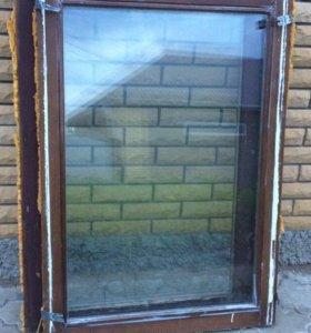 Открывающиеся деревянное окно
