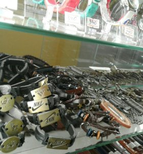 Кожаные браслеты, необычные брелки