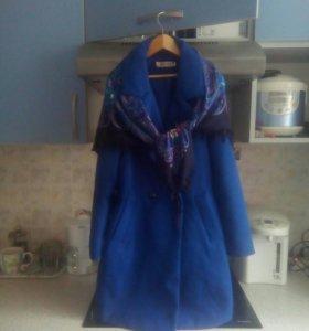 Пальто новое с палантином