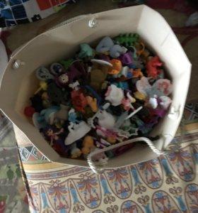 Пакет игрушек из киндера