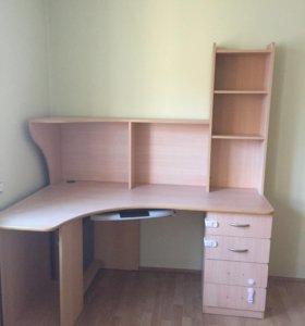 компьютерный и письменный стол
