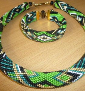 Жгуты из бисера, кулоны,серьги,браслеты.