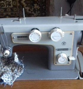 Швейная машина с электопедалью