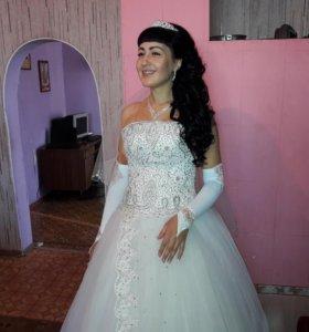 Свадебное платье, перчатки и шубка