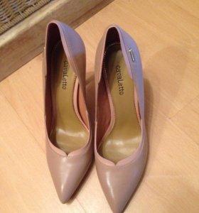 Новые бежевые туфли