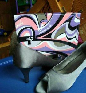 Туфли женские,новые 39,цвет темно серебристый
