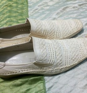 Туфли   новые ,  43 размер в подарок брюки