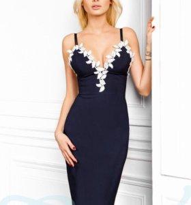 Смелое декольтированное платье
