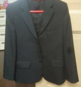 Пиджак на мальчика 134р.