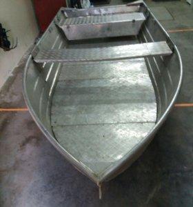 Лодка с подвесным мотором