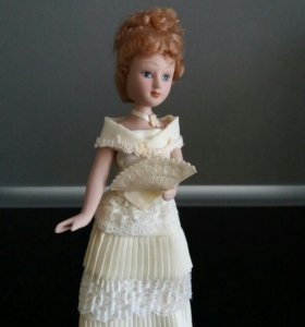 Фарфоровая куколка 20 см