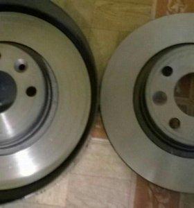 Тормозные диски новые. На рено логан-сандеро