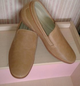 Новые туфли 41 размер светлые