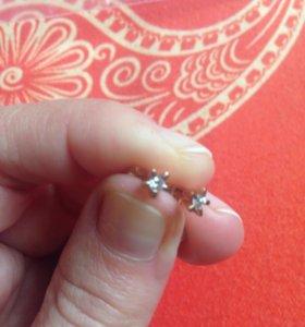 Новые золотые пусеты с бриллиантами