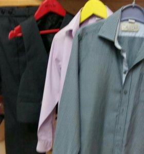 Продам. Костюм тройка и две рубашки.