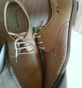 Новые ботинки-туфли 42 размер бежевые на шнуровке