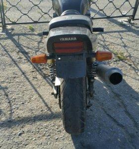 YAMAHA XJR-400