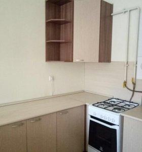 Кухонные шкафы и стол