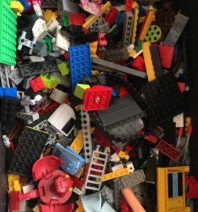 Коробка с Лего