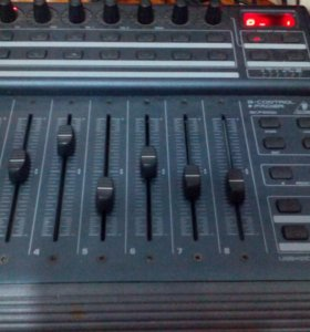 Миди контроллер BCF 2000