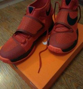 Кроссовки Nike. Абсолютно новые.