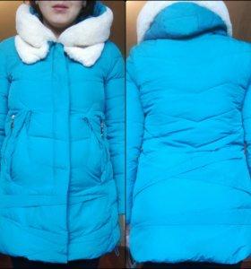 Яркая куртка,подходит для беременных.