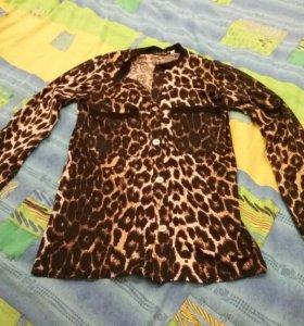 Блузка леопардовая.