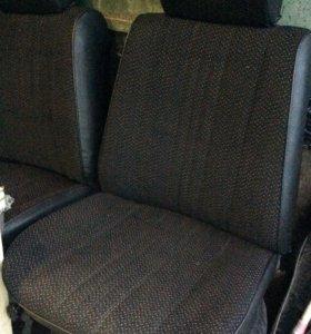 Передние сиденья ВАЗ 2105