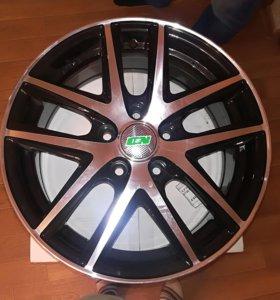 Новый комплект литых дисков