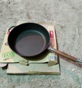 Сковорода чугунная 28см.