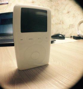 iPod Classic 3 поколения (2003 год) 10GB