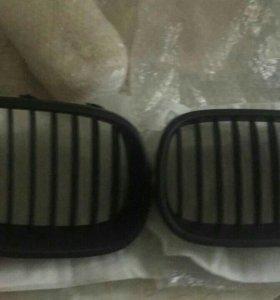 Решётки радиатора на BMW e60 новые,матовые